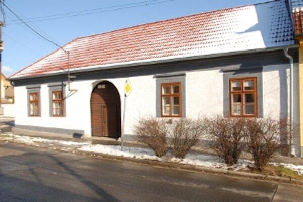 Rodinný dom vo Svätom Jure, nominovaný do tohto ročníka súťaže Ocenenie za príkladnú obnovu, je dobrým príkladom toho, že aj staré domy uspokojujú súčasné nároky na bývanie.