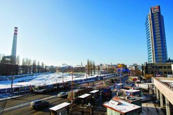 Projekt Twin City mali začať stavať už na jeseň minulého roku. Termín sa ale posunul, začiatok avizuje HB Reavis na túto jar. Vzniknúť má aj nová autobusová stanica.