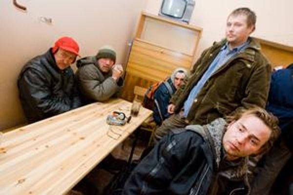 Bezdomovci sú najčastejšie muži. Organizácie, ktoré im pomáhajú, preto zháňajú hlavne pánske oblečenie. Patrí k nim aj nocľaháreň Depaul.