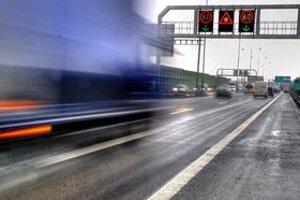 Na diaľnici v meste sa bude dať od nedele jazdiť rýchlejšie. Namiesto osemdesiatky budú môcť vodiči ísť deväťdesiatkou.