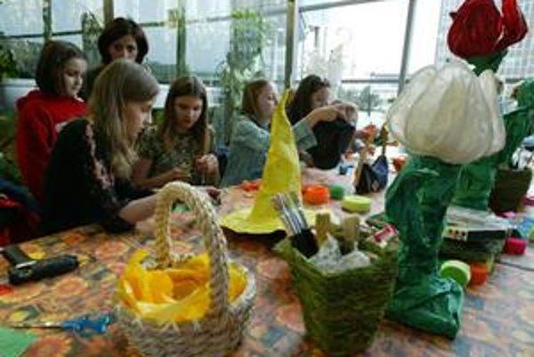 Tvorivé dielne chystá počas prázdninového týždňa Centrum voľného času Klokan v Dúbravke. Denné tábory organizuje centrum na Gessayovej ulici v Petržalke.