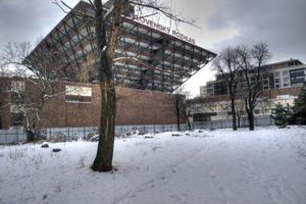 Na mieste parčíka pri Belopotockého ulici má okrem osempodlažnej polyfunkčnej budovy ostať aj zeleň. Investor ju sľubuje zrevitalizovať.