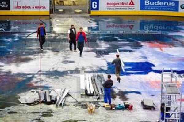 Pred týždňom sa začala prestavba Zimného štadióna O. Nepelu. Skoro novú halu mesto sľubuje otvoriť ešte pred svetovým šampionátom v roku 2011.