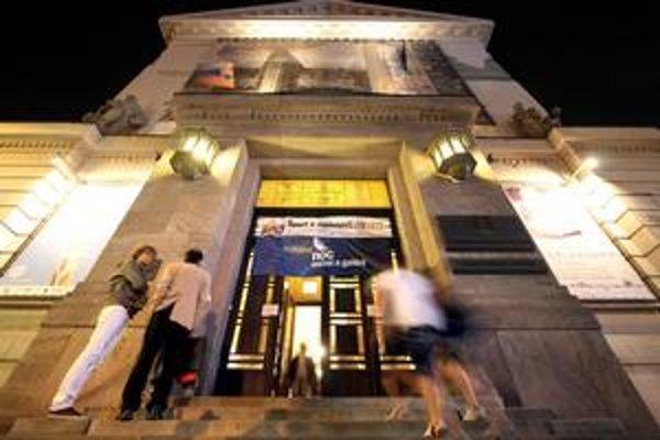 Noc múzeí je už päť rokov obľúbeným podujatím. Vlani prišlo len do Slovenského národného múzea na Vajanského nábreží okolo 5800 ľudí. Tlačenica bola, ale napäté situácie nenastali.