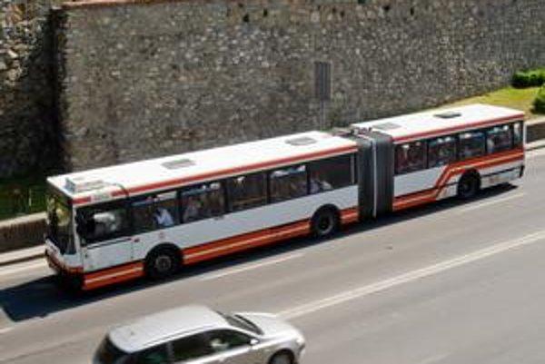 Viac než polovica vozidiel dnes používaných v MHD je po životnosti, najstarší jazdiaci autobus je z roku 1990.