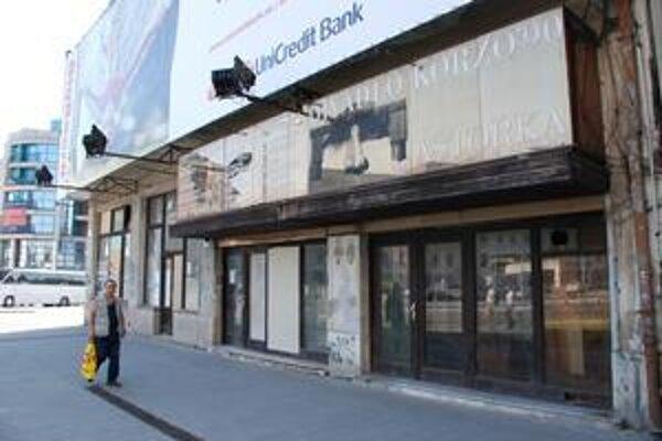 Budova bývalej Astorky je opustená, kedy sa začne s jej opravou, investor neprezradil. Má tu vzniknúť nové mestské divadlo.