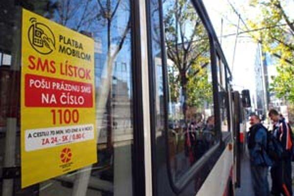 Zľavnený, ani polhodinový lístok dopravný podnik zatiaľ zaviesť neplánuje.