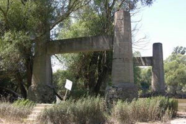 Zo starej lanovky zostali dnes už iba piliere.