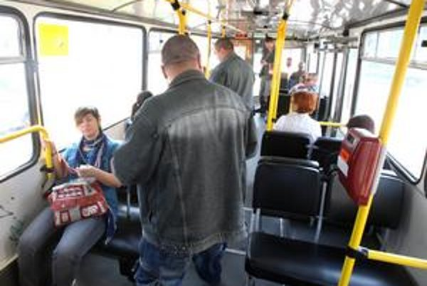 Cestujúci sa často sťažujú aj na revízorov.