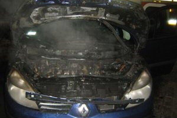 Auto Vladimíra Mališa horelo priamo na parkovisku.