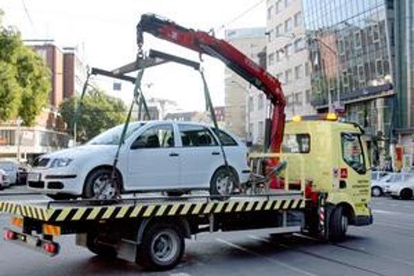 Odťahovanie áut v Starom Meste preberá od 1. januára miestna samospráva - správca ciest.