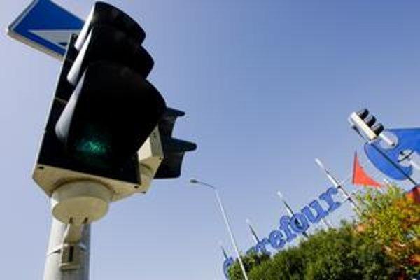 Zelená na semafore bliká na vybraných deviatich križovatkách a troch priechodoch. Šesť mesiacov skúšobnej prevádzky uplynulo, mesto plánuje spustiť druhú etapu testovania. Zmeniť sa má doba blikania.