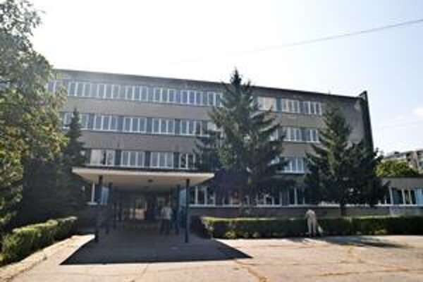 Opravy na Základnej škole Nevädzova robil Ružinov za svoje peniaze. Mestské časti však majú s investovaním do mestského majetku problém.
