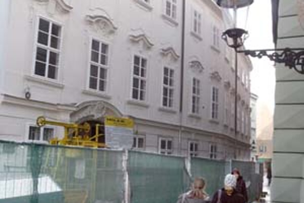 Rekonštrukciu Apponyiho paláca zdržal archeologický výskum.