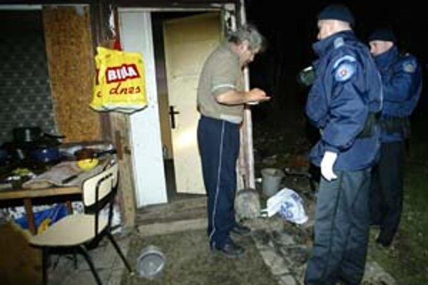 Razia z februára tohto roka na území Krčacov. Polícia vtedy predviedla jedného muža.