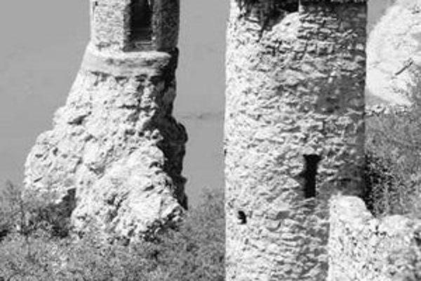 Mestská časť Devín je známa nielen hradom a peknými prírodnými scenériami pri sútoku riek, ale aj zlou finančnou situáciou.