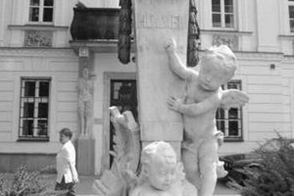 Pomník J. N. Hummela odhalili v roku 1887 vďaka výťažkom z koncertov, ktoré organizoval J. N. Batka.