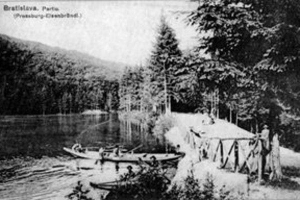 Štvrtý rybník, ak počítame smerom k Železnej studienke, sa veľmi nezmenil. Spád potoka Vydrica využívali už od 13. storočia ako náhon deviatich vodných mlynov.