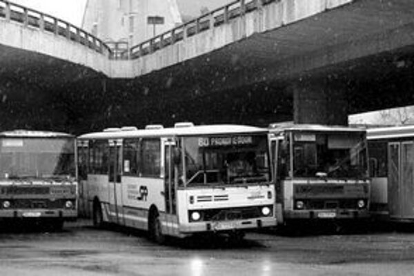 Okrem zmeny loga pripravuje Dopravný podnik Bratislava aj nákup nových vozidiel. Preplnené vozidlá a nepohodlné cestovanie patria podľa prieskumu spoločnosti Synovate medzi najčastejšie príčiny nespokojnosti cestujúcich.