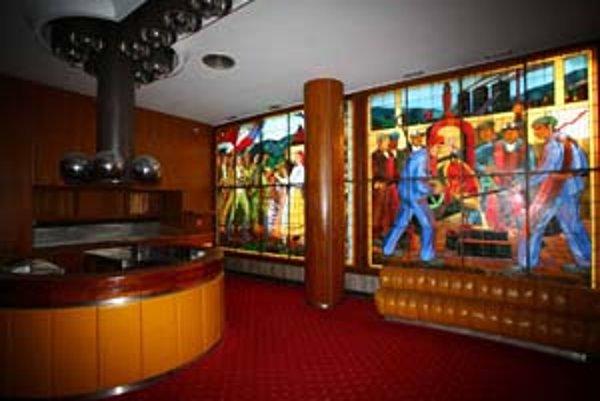 Mesto získalo do svojho majetku budovu Divadla P. O. Hviezdoslava, v ktorom sa zachovali vitráže od Janka Alexyho. Prvé predstavenia by tam mali byť už v priebehu tohto roka.