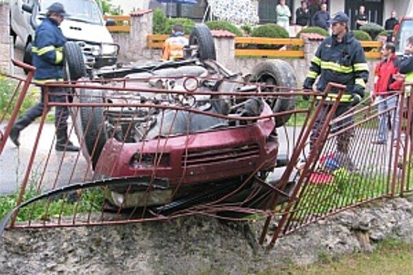 Po tom, čo žena vypadla z auta, prešiel ju Ford Escort.