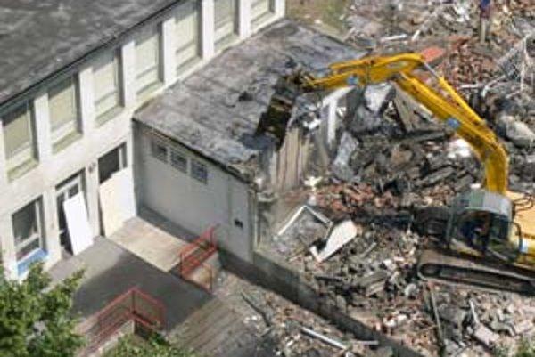 Bývalé jasle na Letnej ulici, ktoré zbúrali minulý týždeň, nahradí polyfunkčný dom.