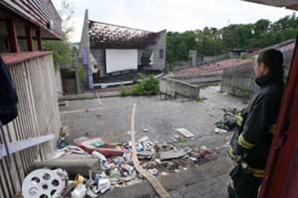 Horeli aj budovy amfiteátra a mlynov na Račianskej (dole).