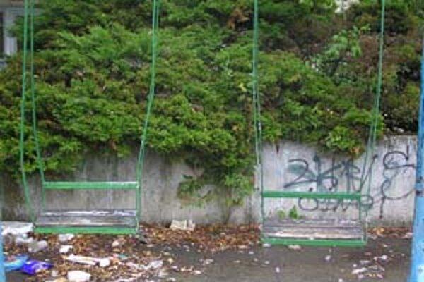 Ihrisko na ulici Karola Adlera by sa tiež malo opraviť.
