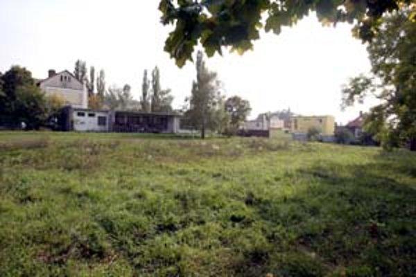 Na Borinskej má byť tréningová ľadová hala, pre protesty obyvateľov sa má posunúť ďalej od ich záhrad.