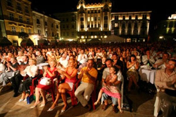 Tohtoročné Kultúrne leto a Hradné slávnosti mali rekordnú návštevnosť. Okolo 225 programov videlo viac než 106 000 divákov. K najnavštevovanejším patril Jazz pod vežou, Viva musica a Léto hereckých osobností Bratislava – Praha.