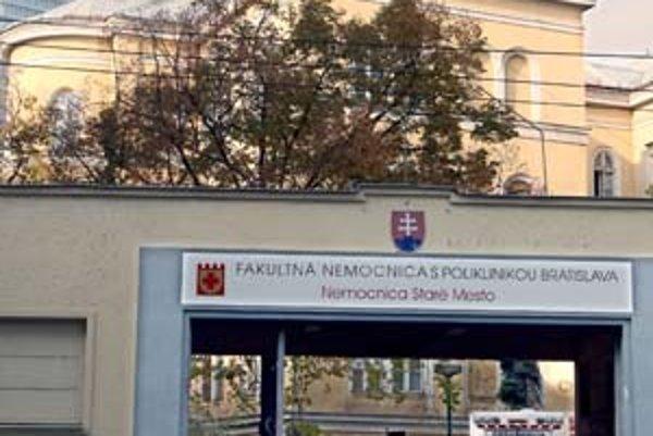Obe alternatívy budúcnosti Fakultnej nemocnice rátajú so zrušením nemocnice na Mickiewiczovej.