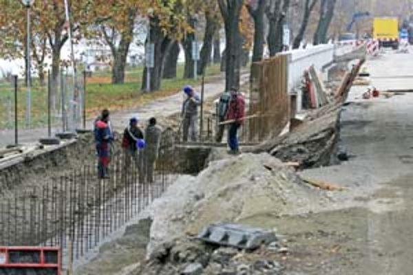 Protipovodňový múr na petržalskej strane dokončia do konca tohto roka, múr oproti do konca budúceho.