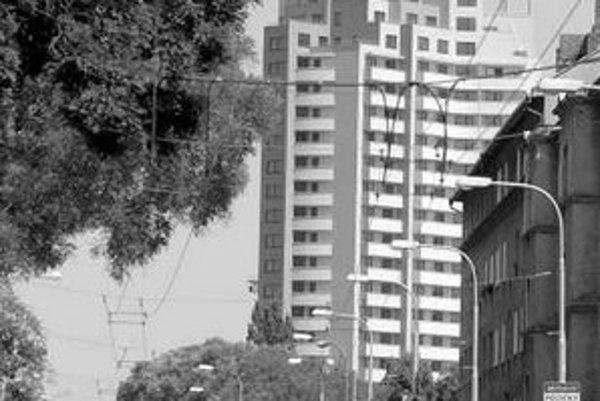 Bytový dom Gloria postavili v mieste, kde je naplánované ďalšie zahusťovanie výškovými domami. Nový starosta však sľubuje zmenu, je proti masívnej výstavbe v Ružinove.