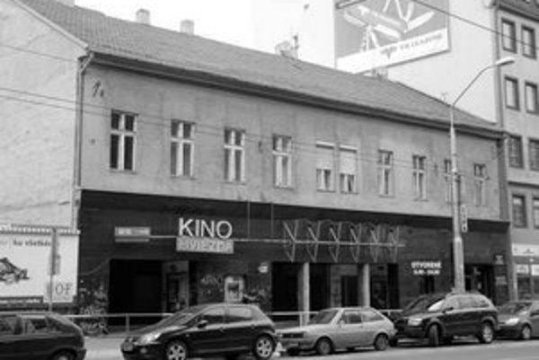 Dom na Námestí 1. mája, v ktorom je kino Hviezda, sa opäť od mesta pokúša kúpiť spoločnosť Bioscop, ktorá kino prevádzkuje.