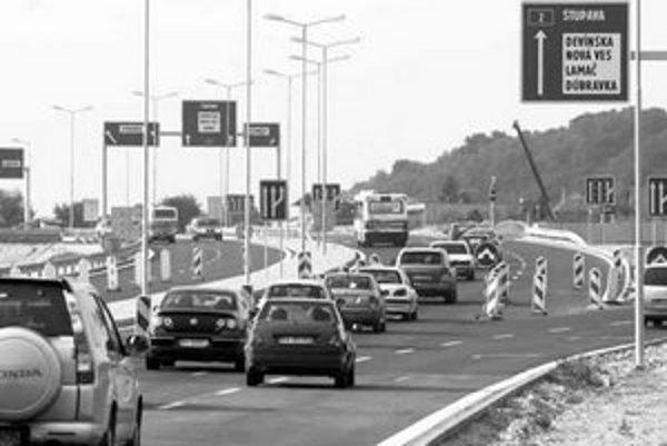 Diaľnica D1 pri Vajnoroch a diaľnica D2 – križovatka Stupava-juh by mali byť prepojené.