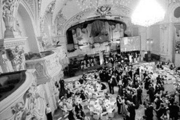 Bratislavský bál sa začína v sobotu 10. februára o 19.30 v Redute. Aj tento rok bude spojený s odovzdávaním ceny Júliusa Satinského Bratislavská čučoriedka.