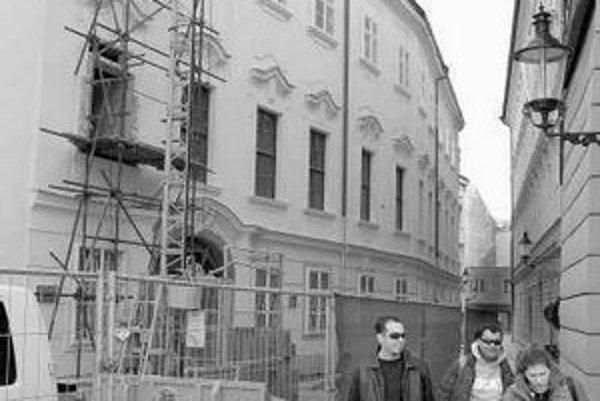 Rekonštrukcia Apponyiho paláca potrvá do konca roka.