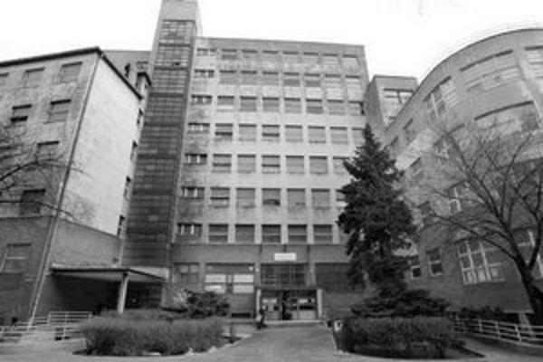 Peniaze za odpredaj alebo prevod bývalej polikliniky na Bezručovej možno dostane fakultná nemocnica.