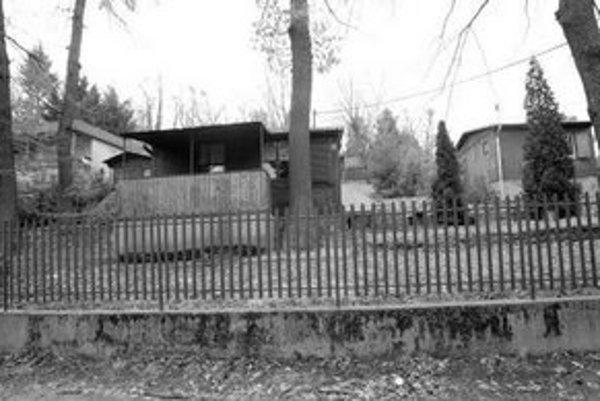 Tavaríkova osada v Dúbravke je jednou z potenciálnych obytných štvrtí. Zatiaľ sú tam pozemky vedené ako záhradky. Ďalší rozvoj výstavby aj infraštruktúry by mal určiť územný plán zóny.