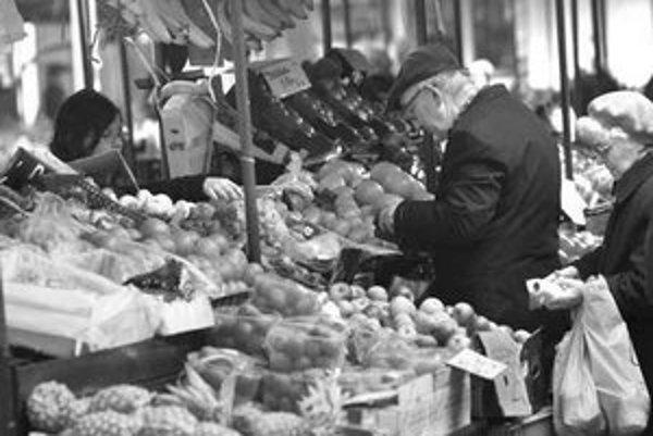 Čerstvá zelenina aj od drobnopestovateľov, ovocie, kvety. O tradičný sortiment trhu na Žilinskej obyvatelia nechcú prísť, podľa nich je jedinečný aj svojou atmosférou, napríklad možnosťou debatovať s predajcami.