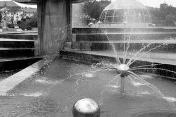 Prevádzka fontány Družba na Námestí slobody stojí ročne do 600-tisíc korún.