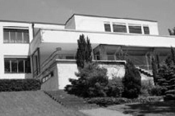 Vila Tugendhat asi zostane BrnuTrojposchodová vila Tugendhat z dielne architekta Ludwiga Mies van der Rohe patrí k vrcholným dielam svetového funkcionalizmu a od roku 2001 je zapísaná do zoznamu svetového kultúrneho dedičstva UNESCO a jej vyobrazenie mož