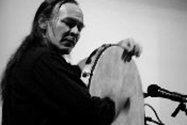 Tance a rytmy krajín Hodvábnej cestyProgram Orientálny tanec a bubnovanie je choreografickou poctou tanečnice Reny Milgromovej veľkému básnikovi perzského súfizmu Džaláludínovi Mevlana Rúmímu. Súčasťou večera bude aj bubenícky recitál špičkového americké