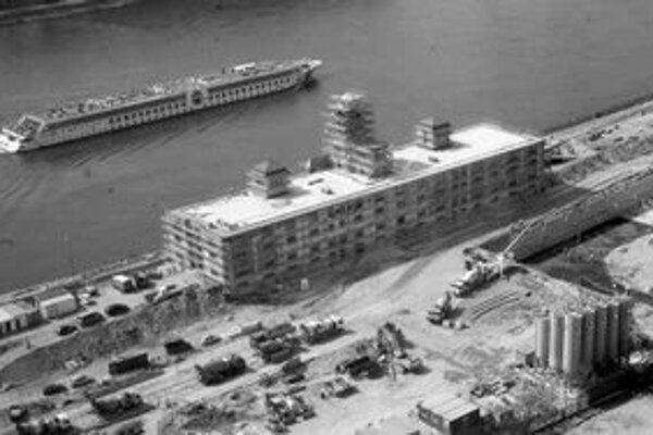 Bývalý sklad bratislavského prístavu je presne v ohnisku ohybu rieky, v atraktívnej zóne Pribinova-juh. V septembri tu začala výstavbu Eurovey spoločnosť Ballymore.