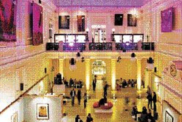 Dorotheum: prezentácia Design-Preview v sále paláca Dorotheum.
