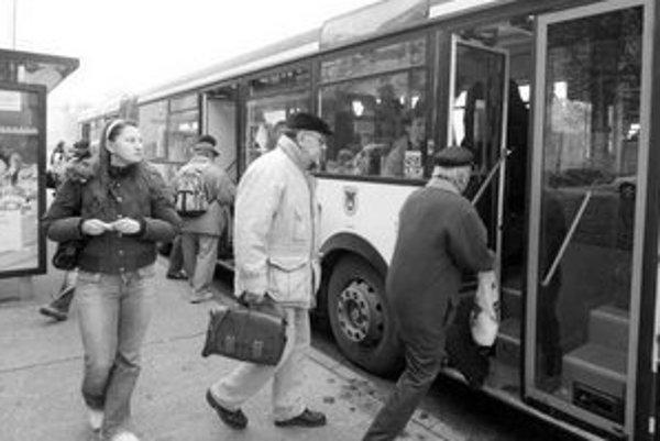 Od začiatku sa proti prelinkovaniu autobusov zdvihli hlasy nespokojných Petržalčanov.