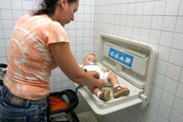 V Poluse sa prebaľuje len na dámskych toaletách.