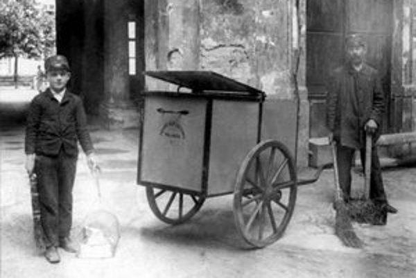 Smetiari, ktorých vyniesol Víťazný február 1948 až do vrcholných straníckych orgánov mesta.