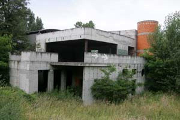 Nedostavané fitnescentrum veslárskeho klubu pri Dunaji.