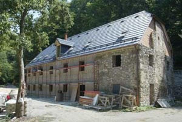 Hrubá stavba Klepáča, ôsmeho mlyna na Vydrici, je hotová. Je to jediný zrekonštruovaný mlyn z deviatich a jeho prestavba zachováva historický vzhľad.